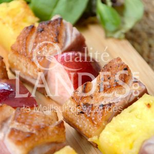 7B405-Brochette de magret de canard fermier aux fruits d'été ©Qualité Landes (1)