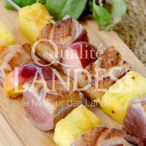 7B407-Brochette de magret de canard fermier aux fruits d'été ©Qualité Landes (3)